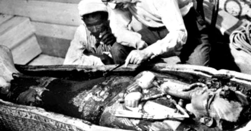 Howard Carter: ¿Arqueólogo o Ladrón de Tumbas? - antropologia-arqueologica - howard carter arqueologo britanico 860x450