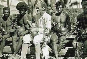 ¿Antropología una Ciencia? La Declaración que Profundiza una Grieta - ciencias-sociales, antropologia-social, antropologia-cultural, antropologia-aplicada - malinowaski en melanesia haciendo trabajo de campo
