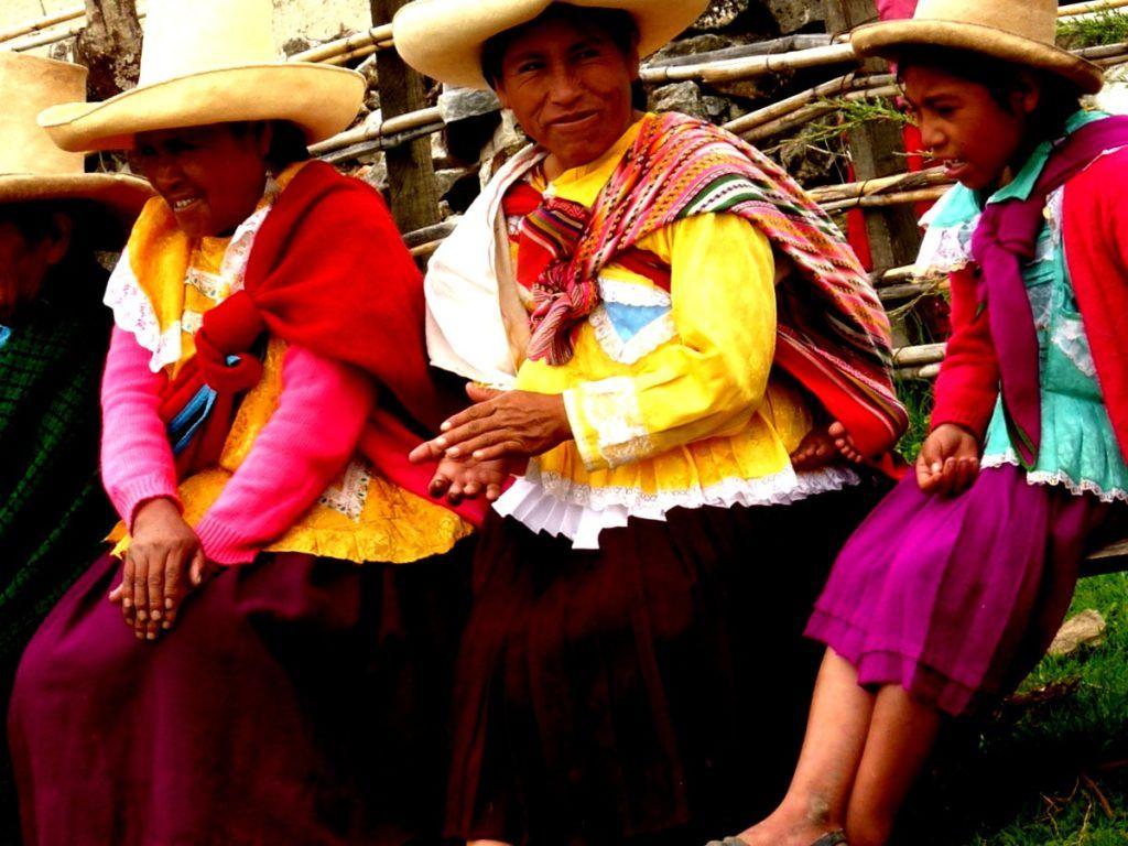 Desobediencia, Calumnia, Seducción y Agresión: Hombres y Mujeres en Cajamarca, Perú, 1862-1900 (Reseña) - antropologia-cultural - mujeres campesinas de cajamarca 1024x768